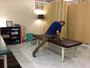 【公式】沖縄で慢性的な痛みと症状を改善する|整体の操和|背中を緩めるストレッチ1