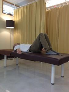 腰痛、膝倒し