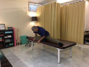 【公式】沖縄で慢性的な痛みと症状を改善する|整体の操和|背中を緩めるストレッチ4