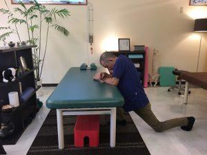 沖縄で慢性的な痛みと症状を改善する|整体の操和|大腰筋のストレッチ